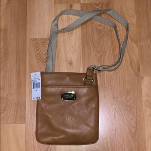 NWT MICHAEL MICHAEL KORS ACORN LGCROSSBODY LEATHER